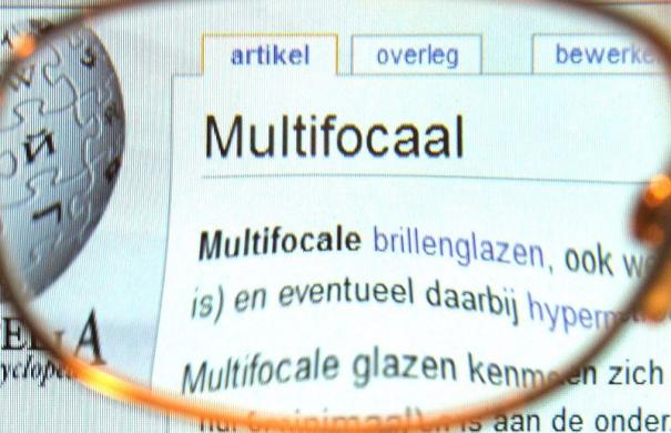 Brille_Gleitsichtbrille_800px-20100105_MultifocalGlass