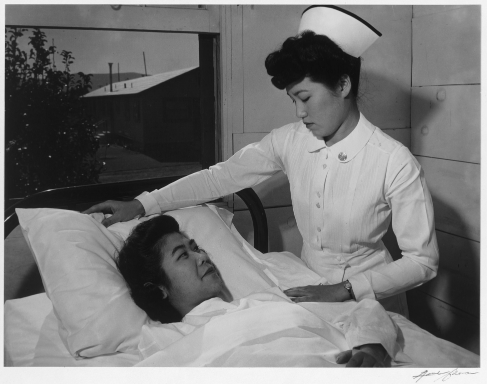 Krankenpflege_Krankenschwester_Nurse_Aiko_Hamaguchi_and_patient_Toyoko_Ioki,_Manzanar_Relocation_Center,_California.jpg