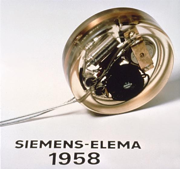 First_pacemaker_(Siemens-Elema_1958).jpg