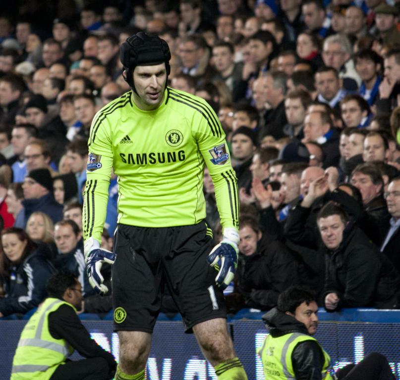 Petr_Cech_-_Chelsea_vs_Bolton_Wanderers.jpg