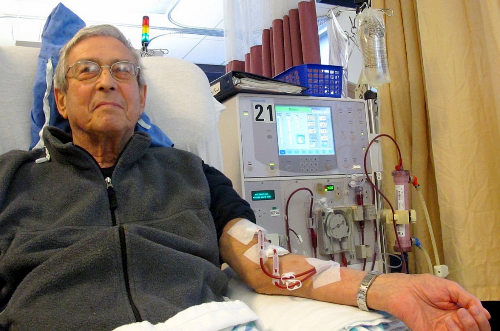 Dialyse_Hämodialyse_Patient_receiving_dialysis_03.jpg