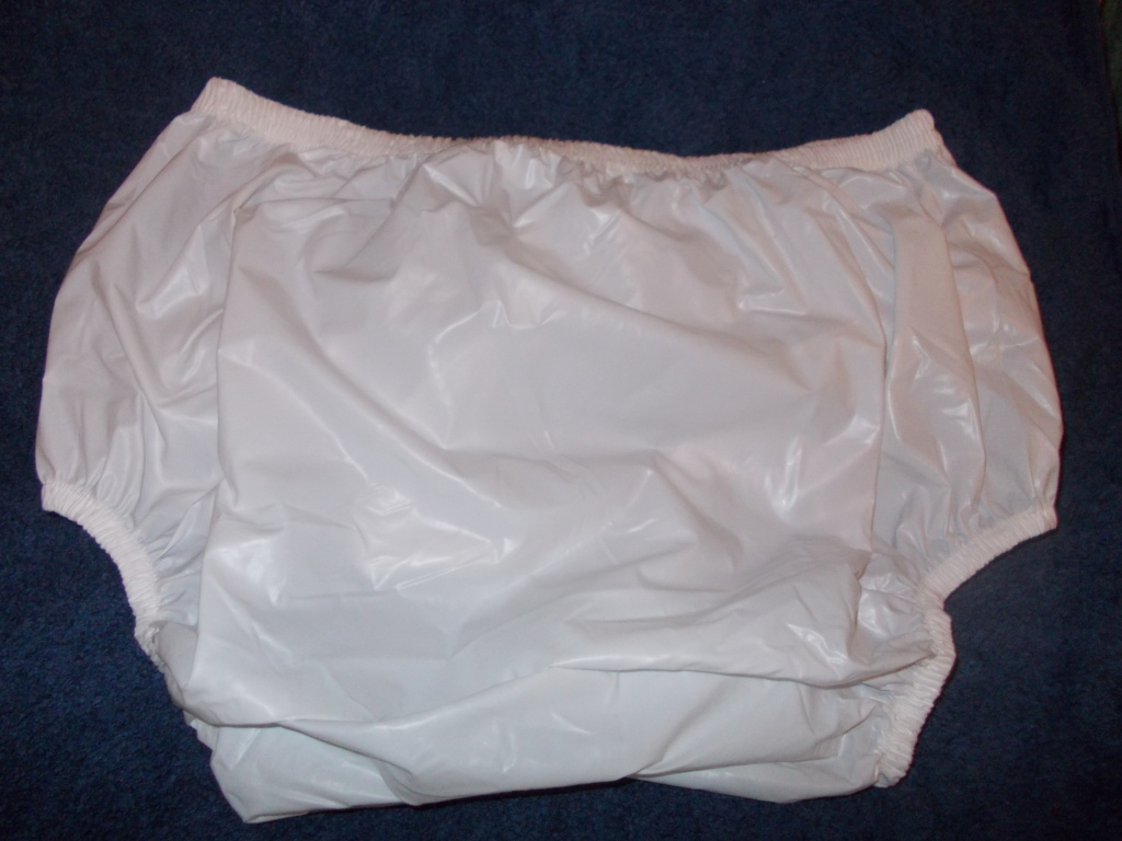 Bettnässen_Plastikwindel_Plastic Pants suitable for nocturnal enuresis in larger child or small adult.jpg