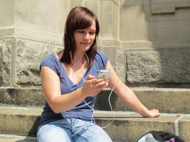 Sindy und iPhone beim Apptest
