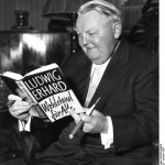 Ludwig Erhard mit seinem Buch