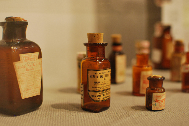 auf-diesem-bild-ist-heroin-als-medizin-zu-sehen.png