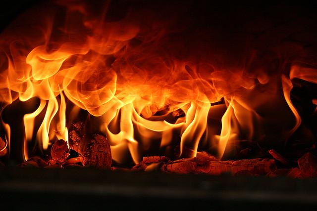 auf-diesem-bild-sieht-man-flammen.png