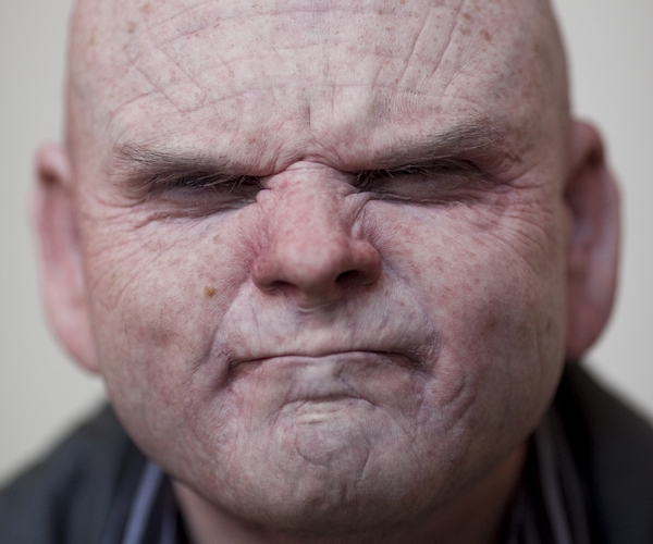 das ist ein alter grimmiger mann