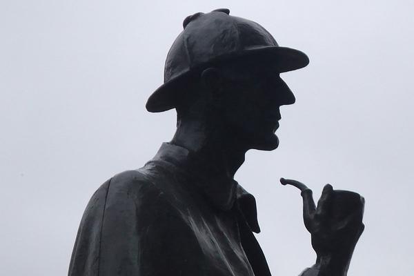 das ist die statue eines detektivs