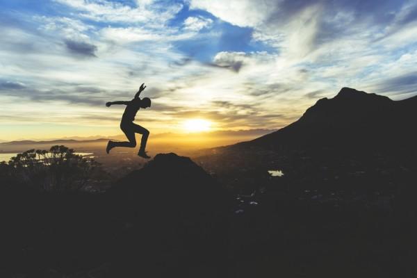 Foto eines springenden Mannes: Motivation