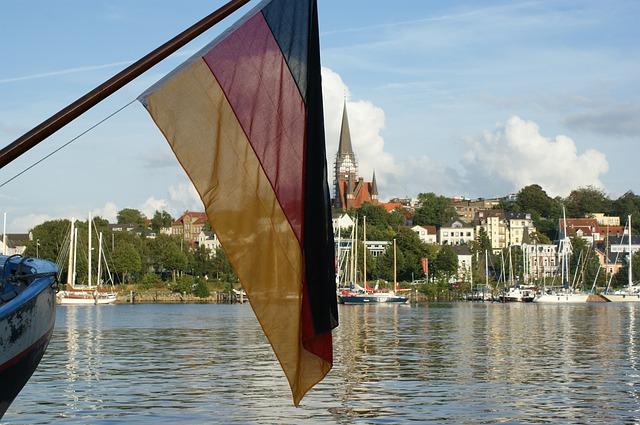 das ist eine deutsche flagge auf einem boot