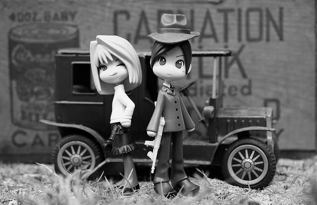 Gangsterpärchen in schwarz weiß