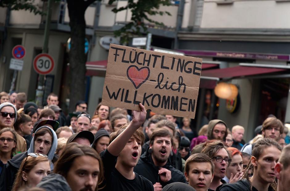 demonstration-fluechtlinge-willkommen-schild